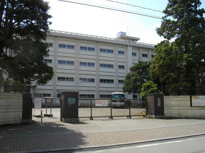 相原高等学校外観画像