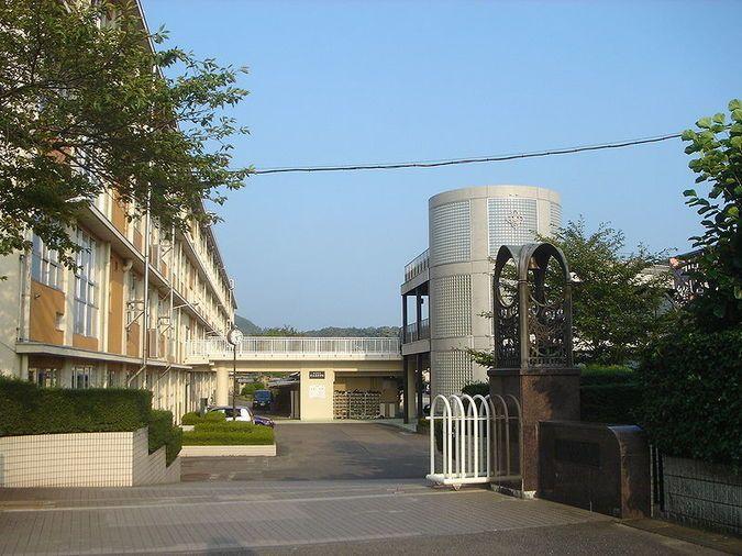 岐山高等学校外観画像