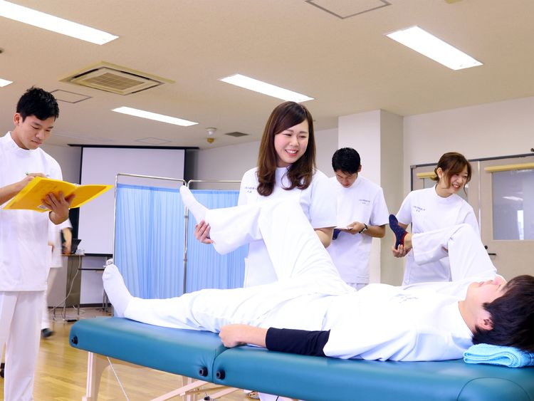 大阪行岡医療大学画像