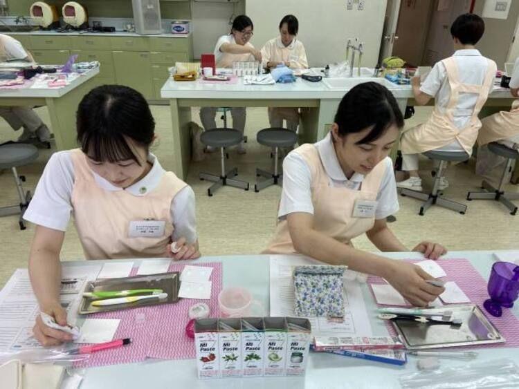 秋田県歯科医療専門学校画像