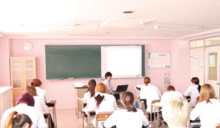 EIKA美容専門学校画像