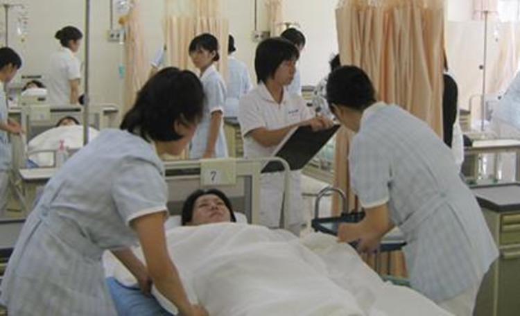 上尾市医師会上尾看護専門学校画像