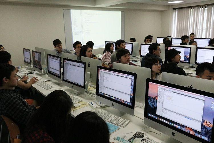 中央情報専門学校画像