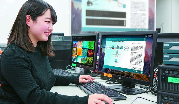 日本電子専門学校画像