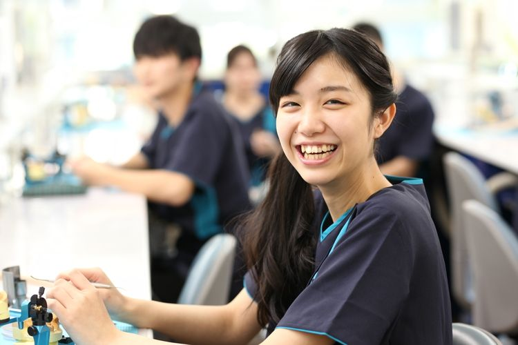 新東京歯科技工士学校画像