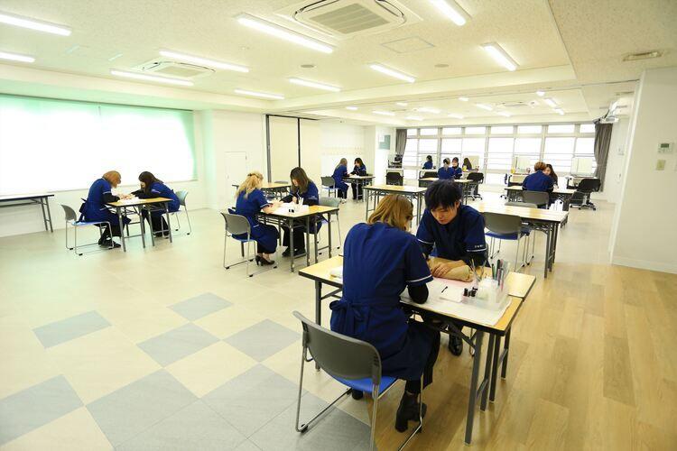 東京マックス美容専門学校画像
