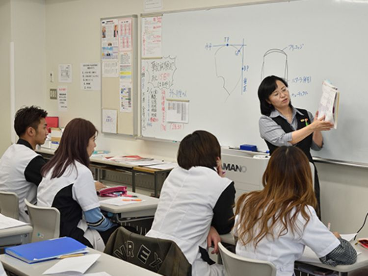 山野美容専門学校画像