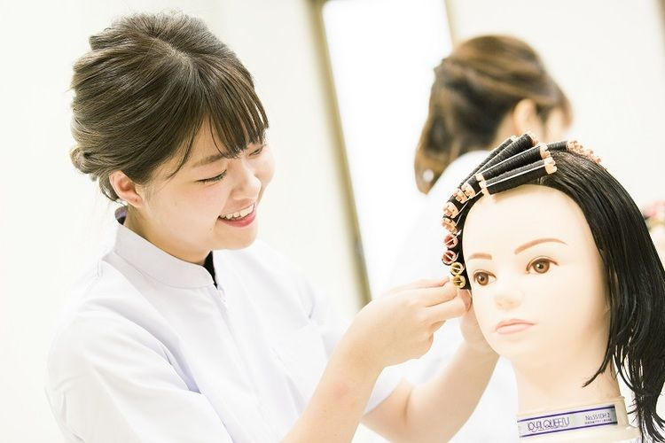 アポロ美容理容専門学校画像