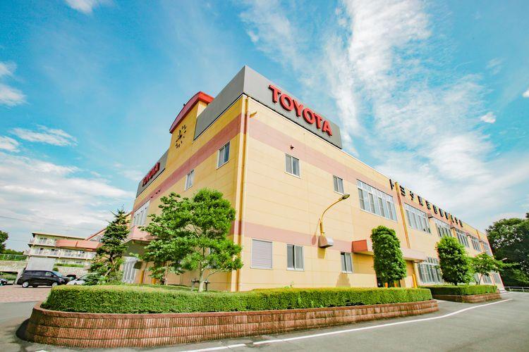 専門学校トヨタ東京自動車大学校画像