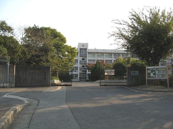 平野高等学校外観画像